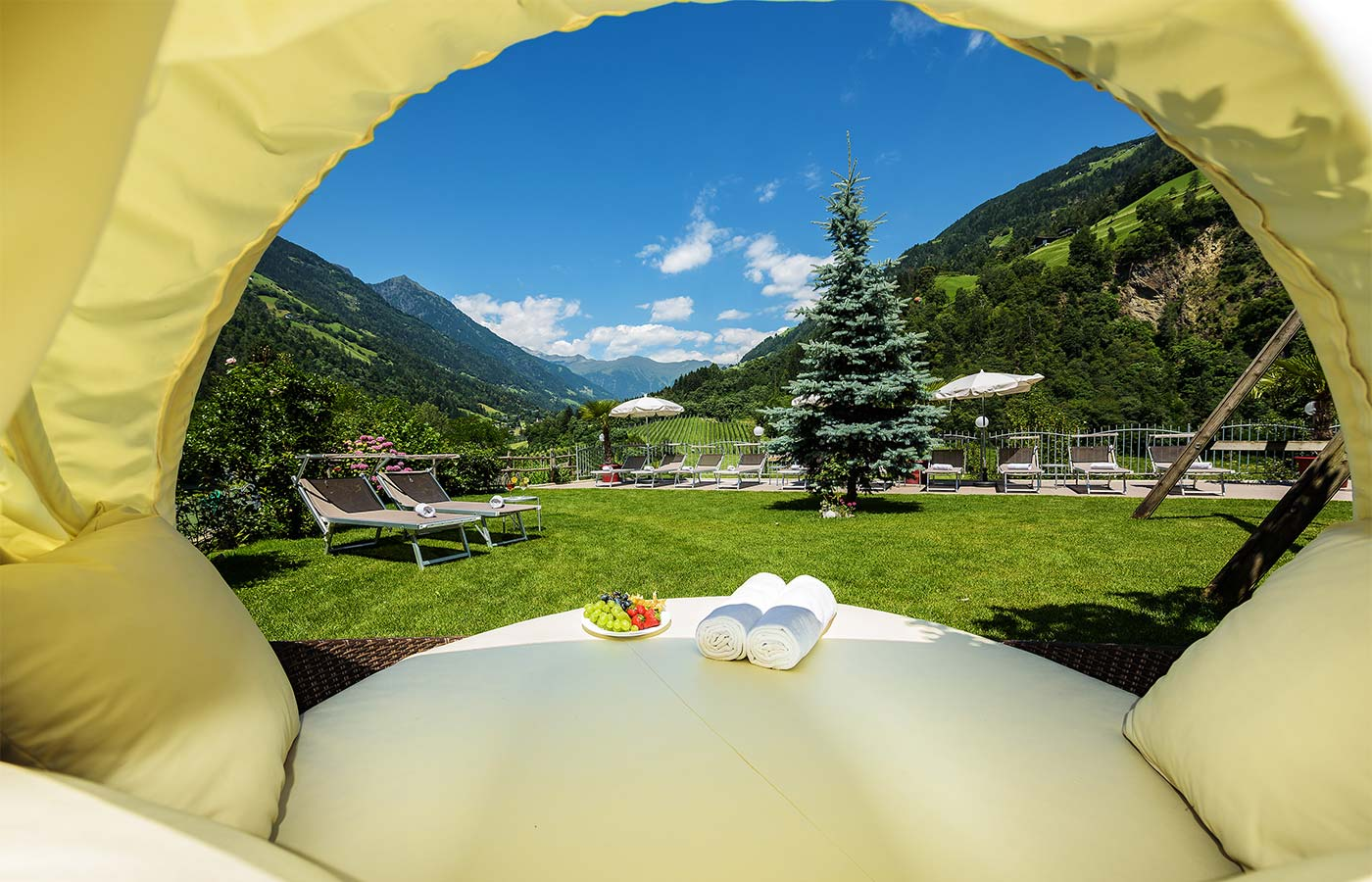 Relaxing moment in the green meadows of the Hotel Alpenhof