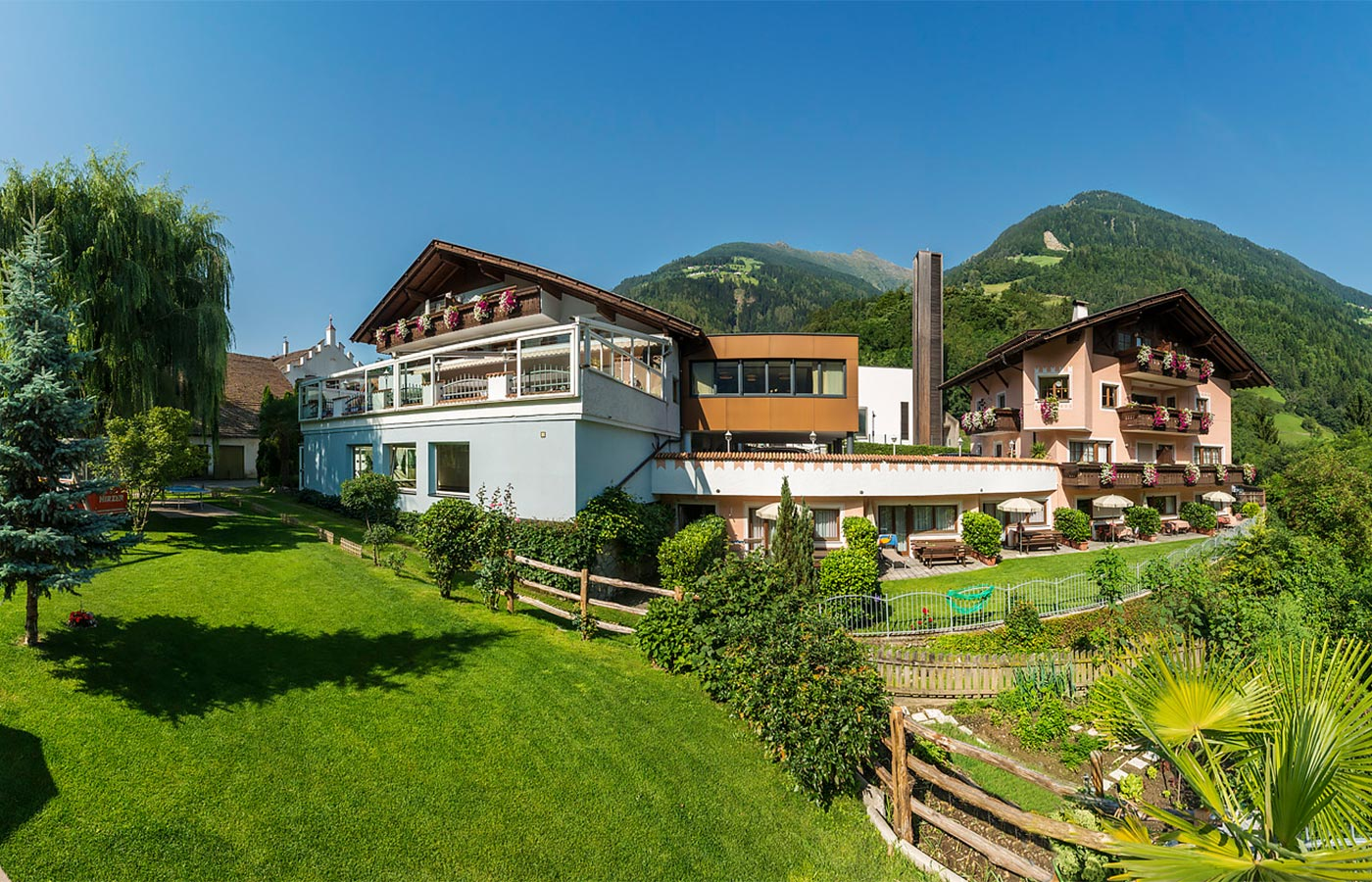 Garden surrounded by nature at the Hotel Alpenhof