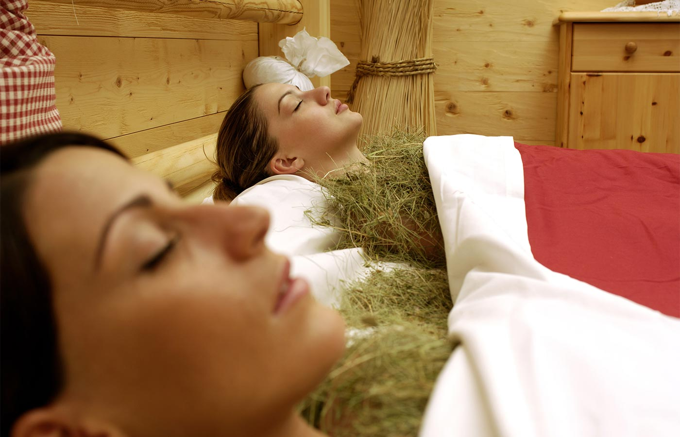 Two women relaxed during the hay bath