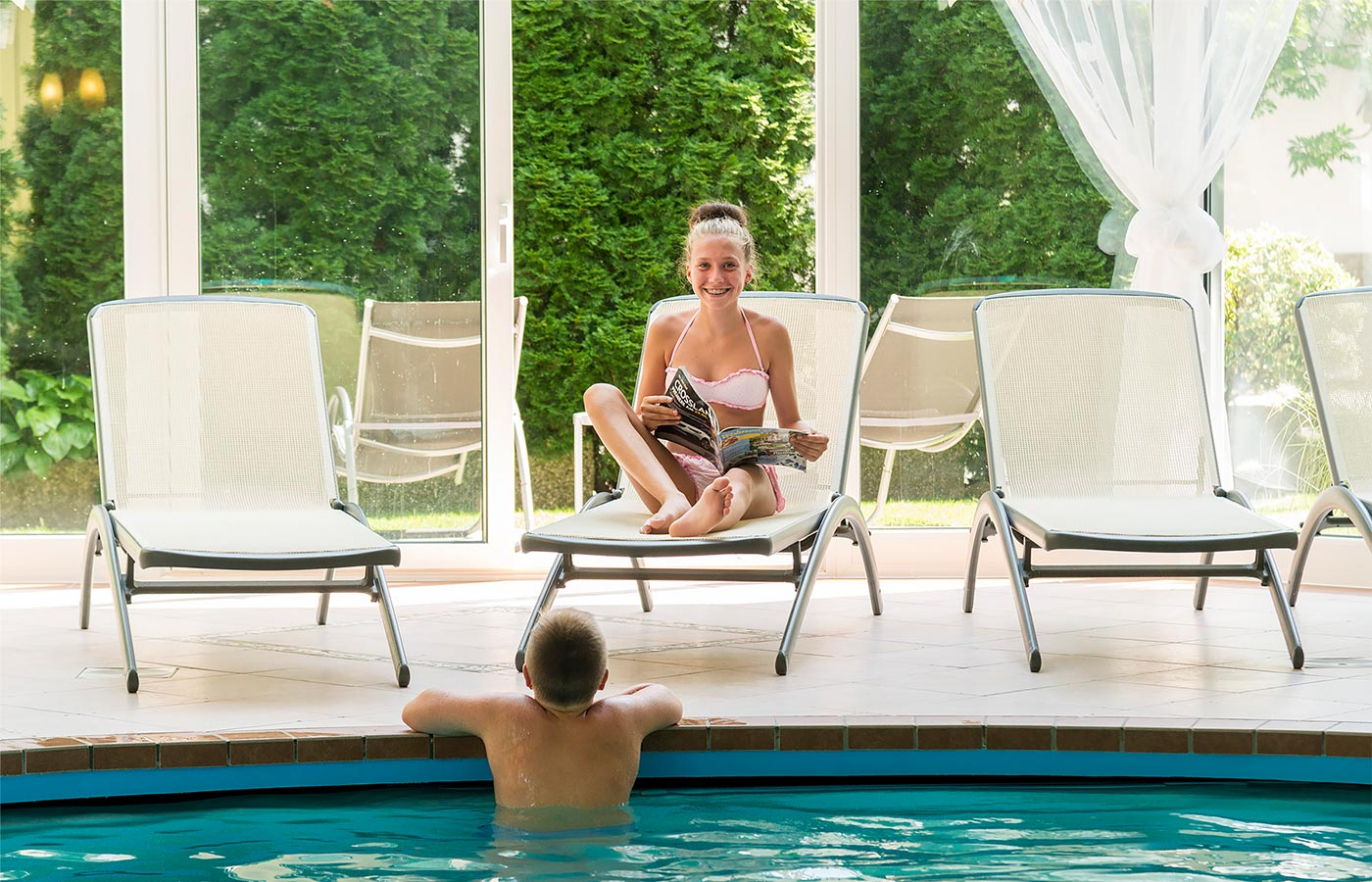Children enjoy a moment of relaxation in the children's pool at the Hotel Alpenhof
